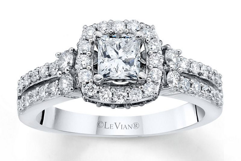 Engagement ring diamond LeVian
