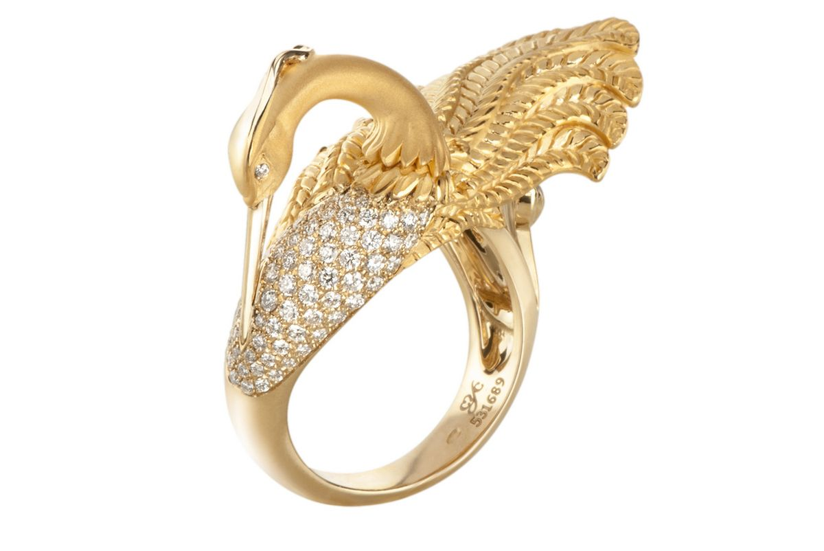 Kate Beckinsale 03 - DA13558 010101 - Garzas medium ring in yellow gold and diamonds