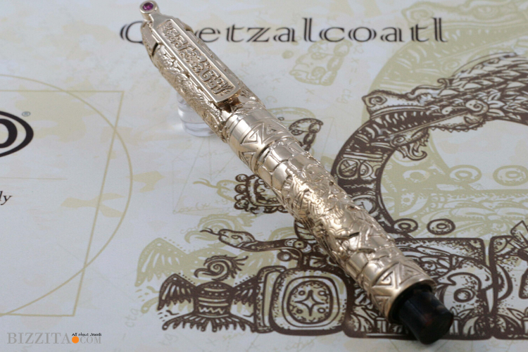 Urso Quetzalcoatl Pen writing instrument Blog review Bizzita Esther Ligthart Luxury.5
